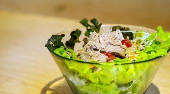 Sałatka z tuńczykiem na roszponce