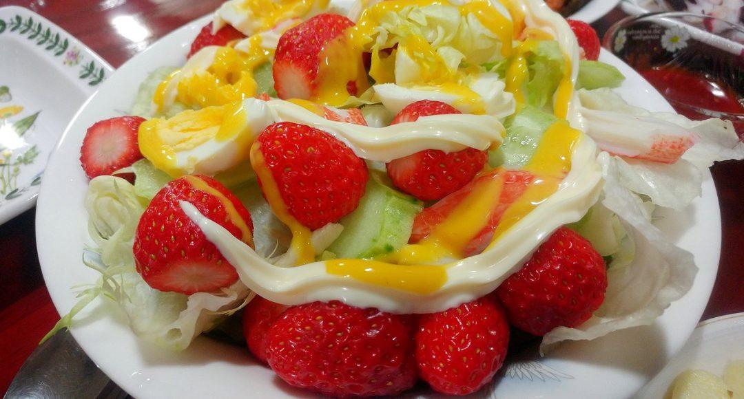 Dietetyczna sałatka na słodko
